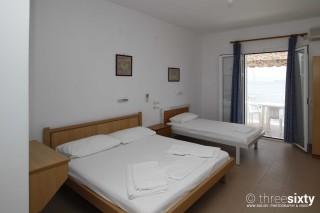 accommodation-rosa-studios-triple-bedroom